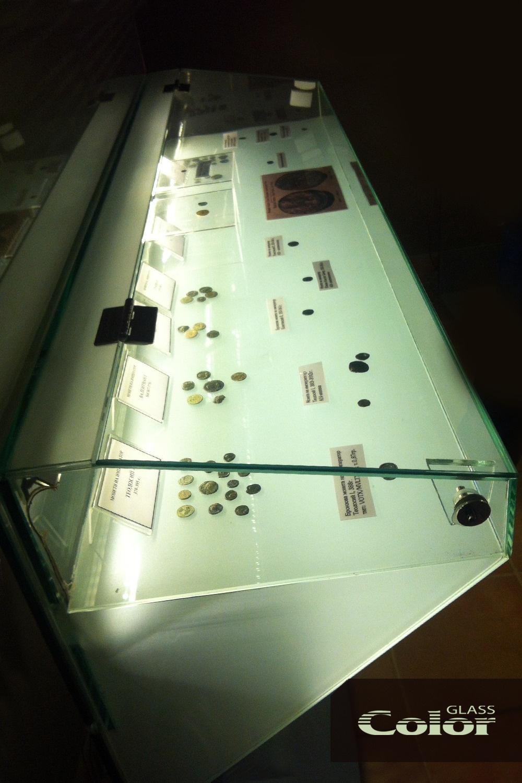 Музейни витрини