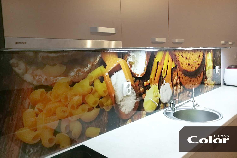 Гръб на кухня със стъкло